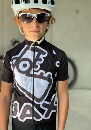Quality kid's cycling jerseys with an original UAX design!