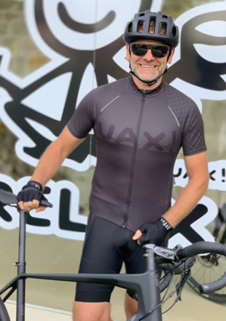 Quality men's cycling jerseys with an original UAX design!